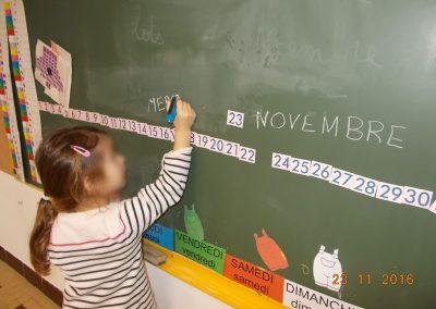 écriture du jour sur le tableau
